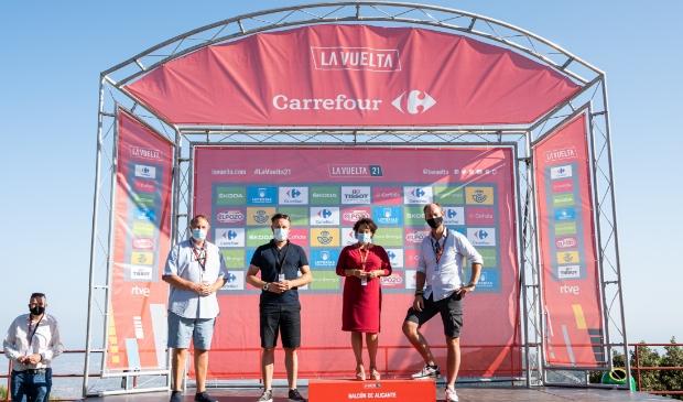 <p><em>Wethouder Huib van Olden (&#39;s-Hertogenbosch), wethouder Klaas Verschuure (Utrecht), burgemeester Sharon Dijksma (Utrecht) en wethouder Daan Quaars (Breda) tijdens een bezoek aan La Vuelta dit jaar.&nbsp;</em><strong>&copy;&nbsp;La Vuelta Holanda</strong> </p>