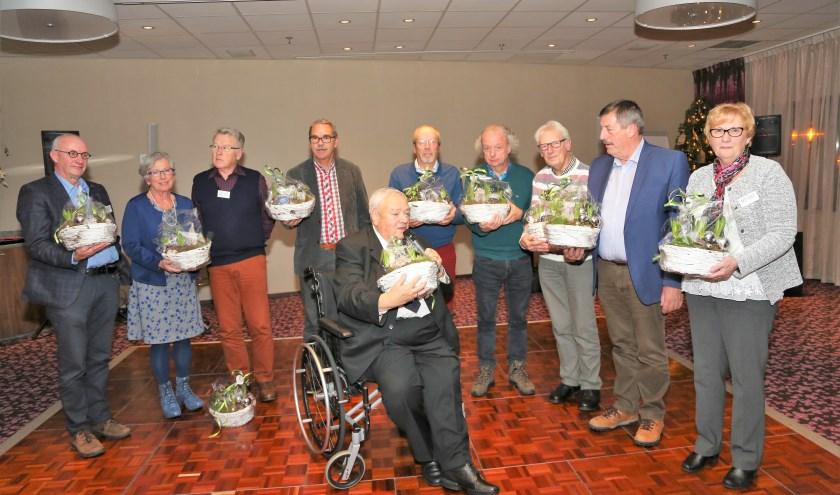 Zes surveillanten en vier bestuursleden van Buurtpreventie Drievliet-'t Zand weden in het zonnetje gezet