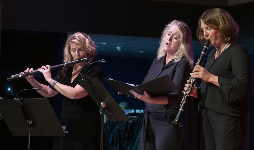 Hanneke Meijer, Mariët Kaasschieter en Monique Kruidenberg spelen Ave Maria de Caccini (foto CultuurLocaal).