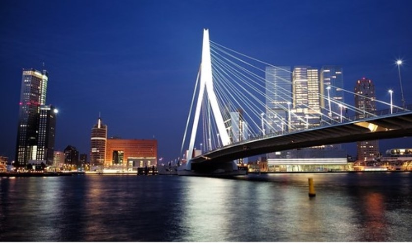 Is er iets mooiers als Rotterdam 's nachts?  Afbeelding : Bron : Roman Boed, Att. CC BY 2.0