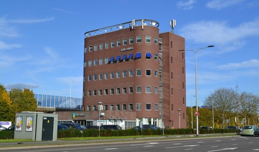 Het kantoor van ABN AMRO aan de Henri Dunantlaan is niet geschikt voor het verbouwen tot woningen.