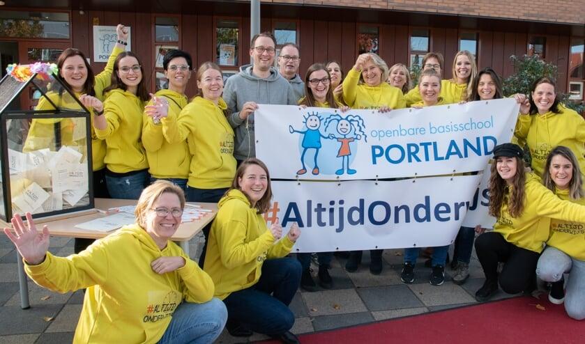 In plaats van in Den Haag voerden OBS Portland actie op het schoolplein. #atlijdonderwijs.