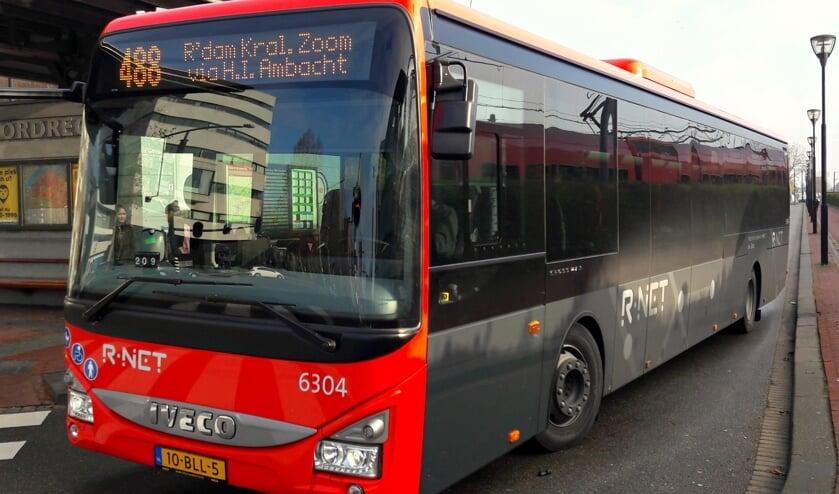 Een bus van het R-Net.