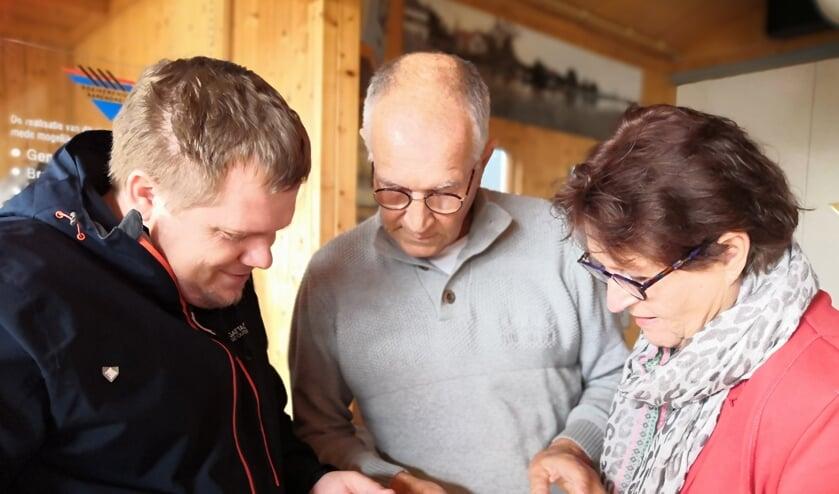 De burgemeester van Louny ontmoet na 27 jaar zijn vroegere gastgezin uit Barendrecht bij de Roeivereniging Barendrecht.