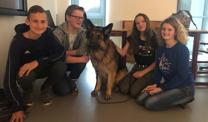 De leerlingen zetten zich onder meer in voor blindengeleidehonden.