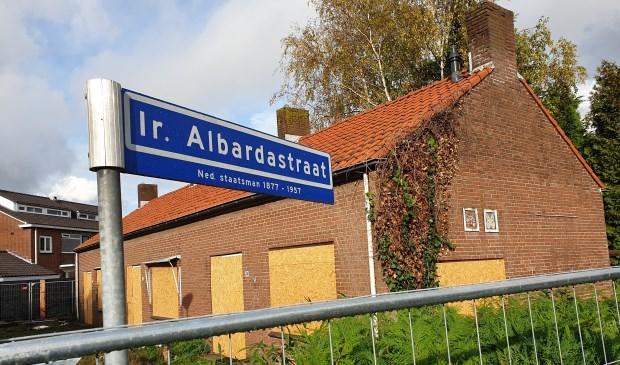 Ook deze woningen aan de Ir. Albardastraat worden gesloopt.