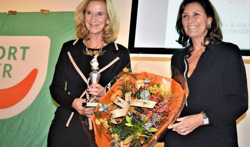 Astrid Joosten met winnares Joke Timmer