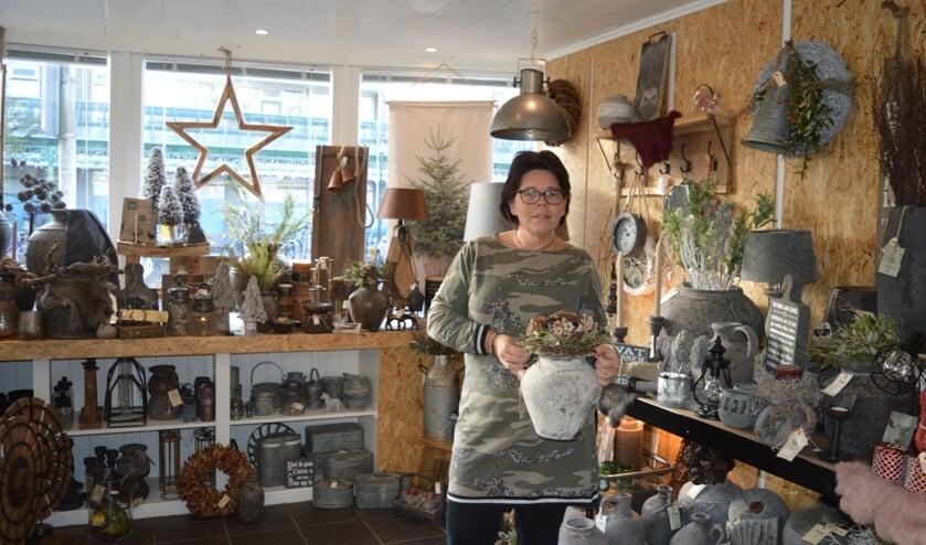 Cindy Lodder in haar nieuwe winkel
