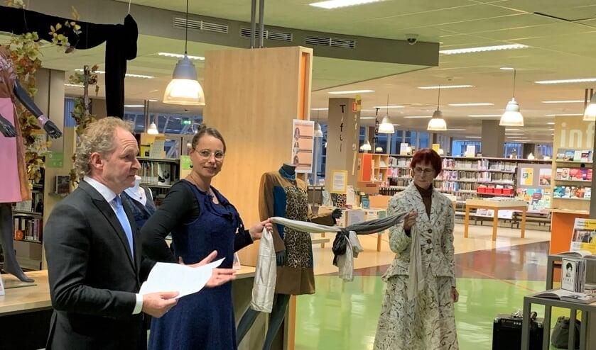 Wethouder Marten Japenga opende de expositie (foto Roelie 't Jong)