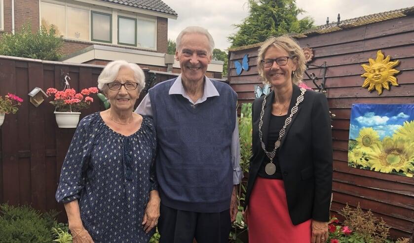 Echtpaar van Winden samen met de burgemeester.