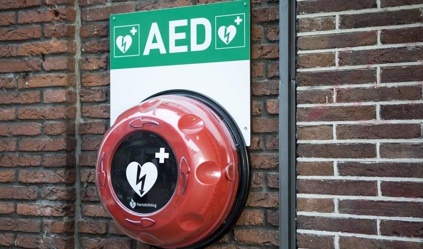 AED in een buitenkast. (foto: Hartstichting)
