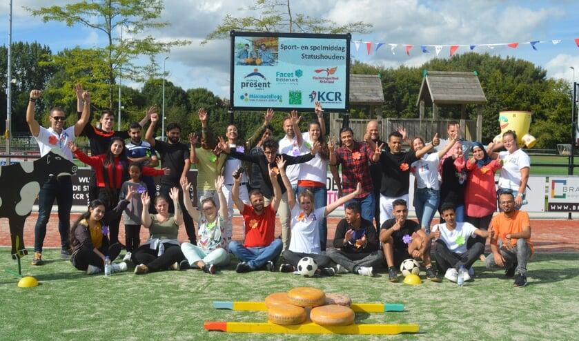 De deelnemers van de Sport- en speldag op het terrein van KCR