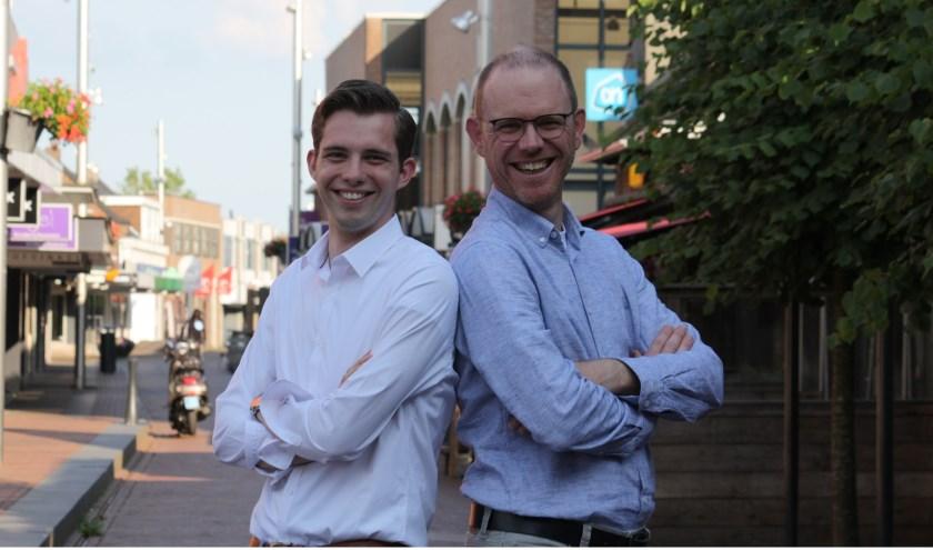 Florian Pronk en Sebastiaan van Mill presenteren het Exxact Jongerencafé.