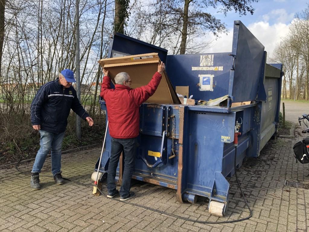 De papierpers gaat aan. Dat scheelt veel handwerk.   © BAR Lokale Media