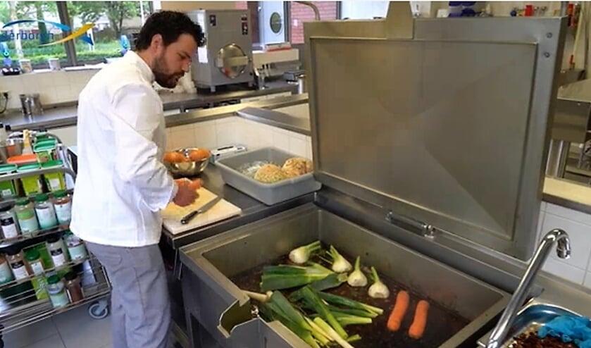Joery Hollemans in de keuken van de Riederborgh