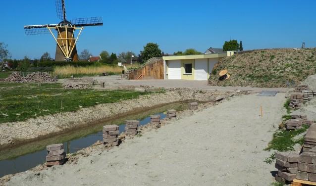 Vrijwilligers werken nu aan de afronding van het Bezoekerscentrum Waalbos