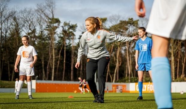 Sarina Wiegman: 'Het meiden- en vrouwenvoetbal heeft de afgelopen paar jaar al enorme stappen gemaakt'.