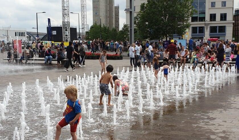 Bedriegertjes op een plein in Londen