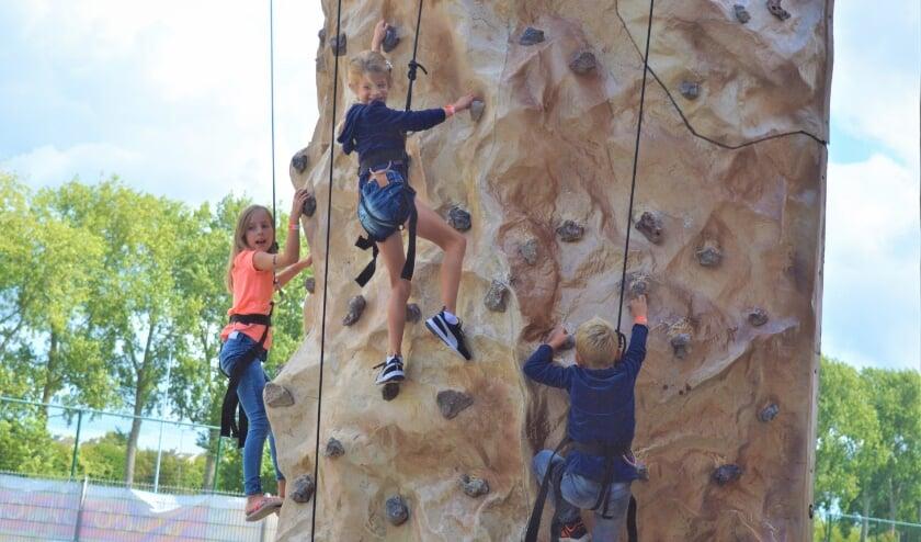 Een van de attracties is een klimwand van negen meter