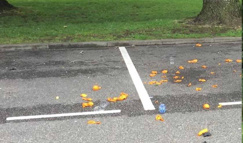 Op straat achtergelaten ballonnetjes na gebruik van lachgas