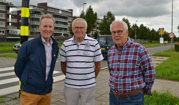 Joep Hompus, Ben Engelen en Leo Harms op de rotonde bij De Kleine Duiker.