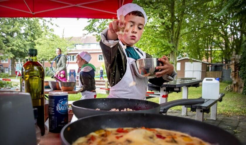 Kinderen in Ridderkerk luiden zomervakantie in met Vet Gezond-kookworkshops.