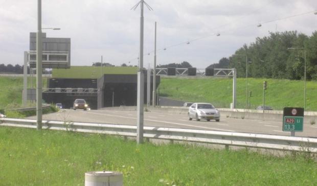 <p>Rijkswaterstaat wil het bouwdok gebruiken bij de renovatie van de Heinenoordtunnel.</p>