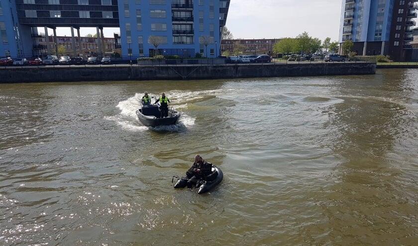 <p>Visser en waterpolitie in Bolnes</p>
