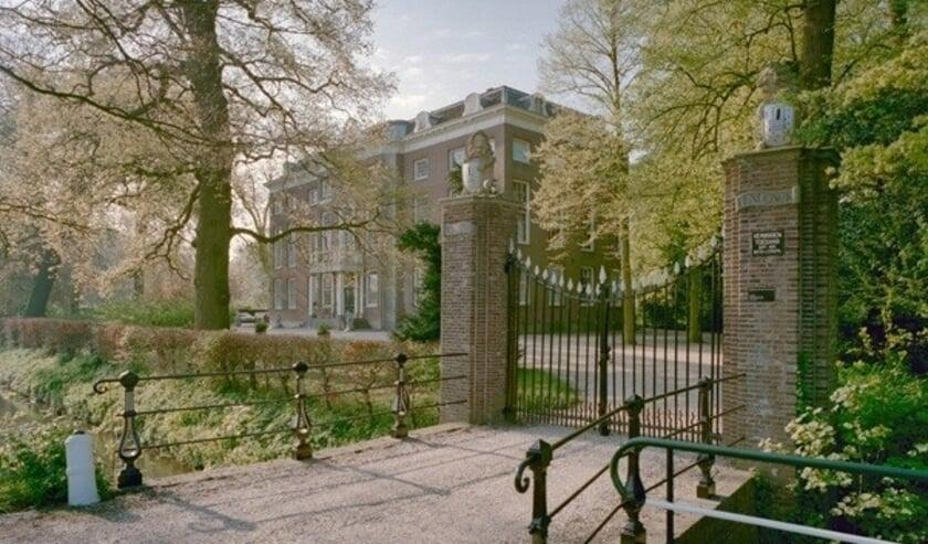 <p>De toegangsbrug van Het Huys ten Donck (Beeldbank Rijksdienst van Cultureel Erfgoed).</p><p><br></p>