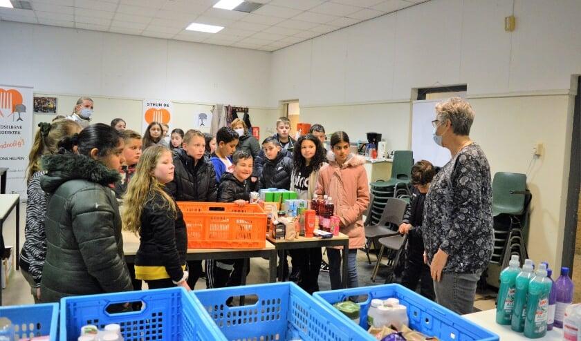 <p>De leerlingen van groep 7 kregen een uitgebreide uitleg over het werk van de Voedselbank.&nbsp;</p>