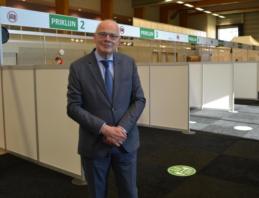 """Burgemeester Jan van Belzen: """"Ik hoop dat Barendrechters zich massaal laten vaccineren."""" Foto:  © BAR Lokale Media"""