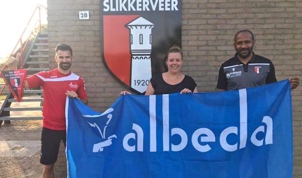 <p>v.l.n.r.: Dennis Zijlmans van het Albeda Sportcollege, Frida Neeskens namens de Jeugdcommissie van SV Slikkerveer en Cerezo Fung-A-Wing, Hoofd Jeugdopleiding van SV Slikkerveer.</p>
