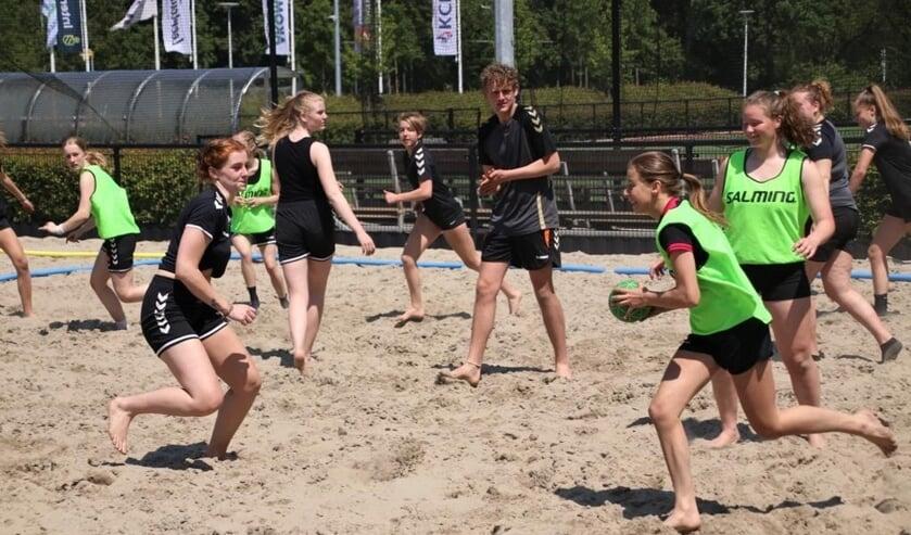 <p>Beachhandbal wordt bij Drechtsteden aangeboden van april t/m september op het Reyerpark in Ridderkerk-West. </p>