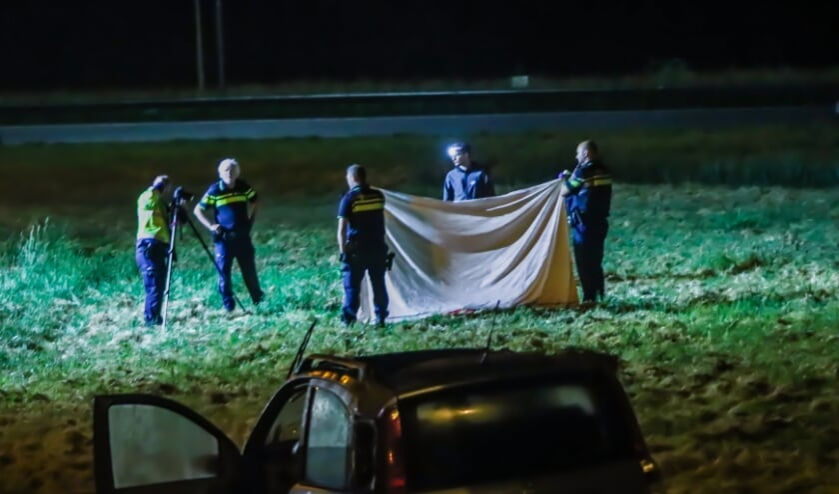 <p>De politie onderzoekt de toedracht van het ongeluk dat gebeurde rond 01.15 uur. </p>