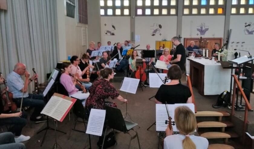 <p>Ridderkerks Symfonieorkest week voor de repetitie uit naar de Sint Joriskerk.&nbsp;</p>