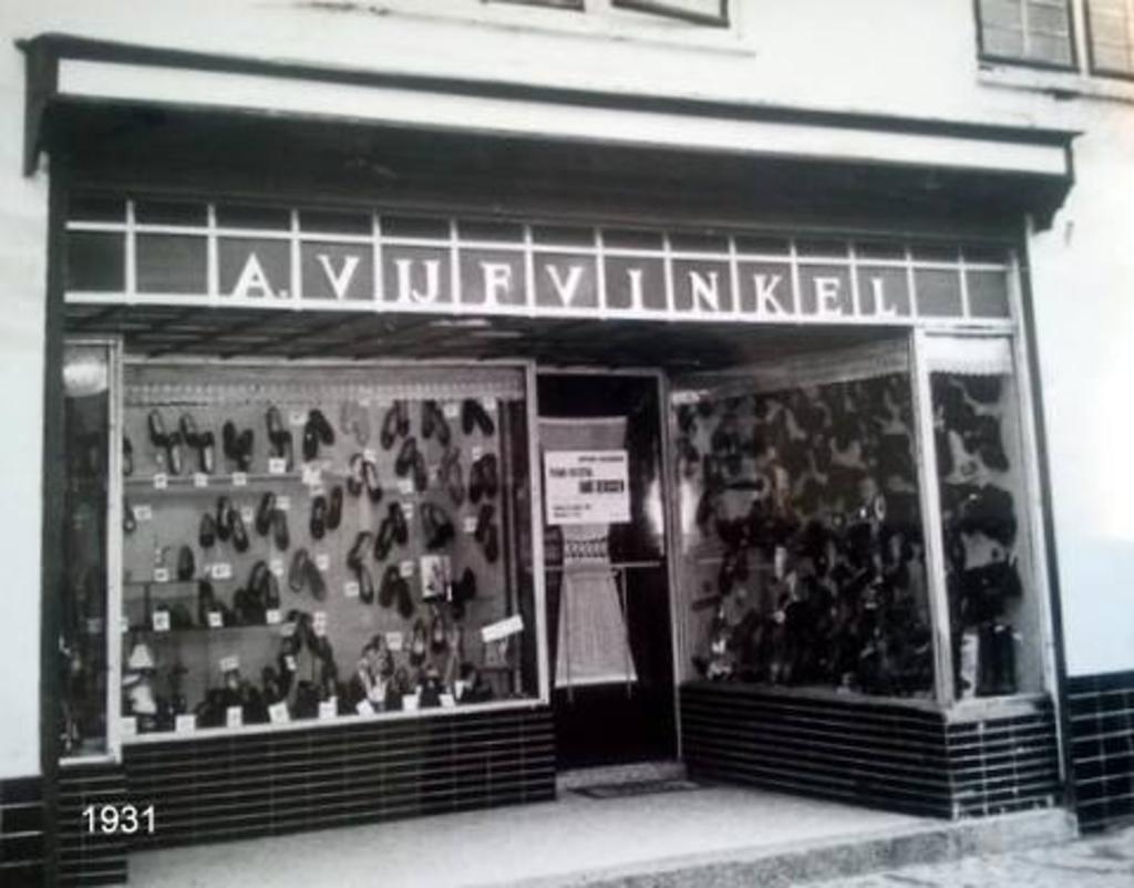 De entree van de winkel in 1931. Foto: Picasa © BAR Lokale Media
