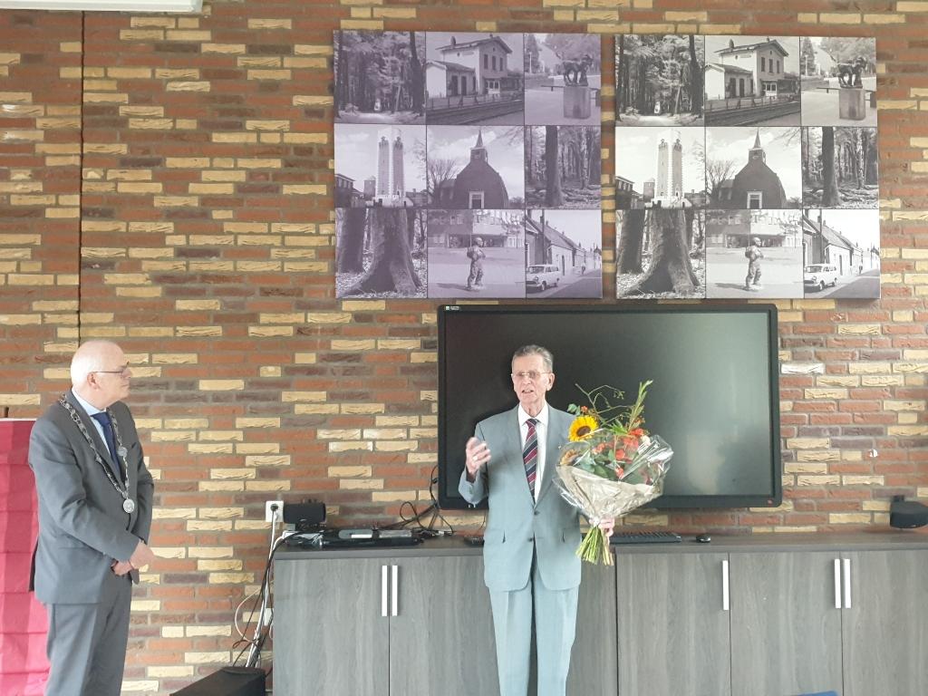 De speld werd uitgereikt in een zaal met oude Barendrechtse foto's. Foto:  © BAR Lokale Media
