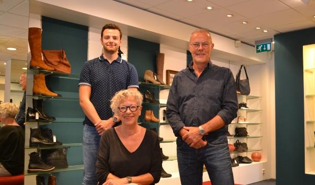 <p>Job Hoogenboom (links), Ida Vijfvinkel en Ad Vijfvinkel.</p>