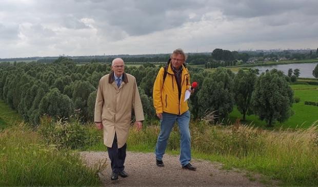 <p>Op weg naar de top van de Oude Maas Heuvel.</p>