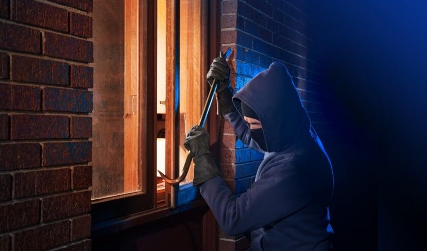 <p>Ziet u een verdachte situatie bij een sportcomplex, buurthuis of in uw eigen straat? Bel dan 112 om de pakkans te vergroten.</p>