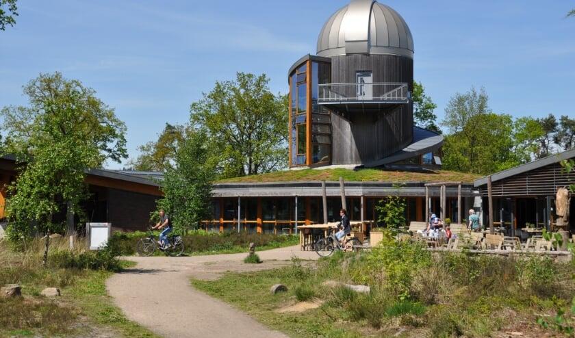 <p>Ook de sterrenwacht van Hellendoorn vraagt jaarlijks aandacht voor het belang van het &eacute;chte donker tijdens de Nacht van de Nacht. Dit is immers belangrijk om het heelal te bestuderen.</p>