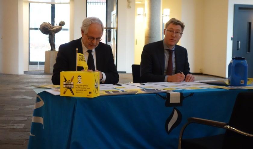 Foto: Schrijfactie afgelopen jaar, toen met burgemeester Schouten.