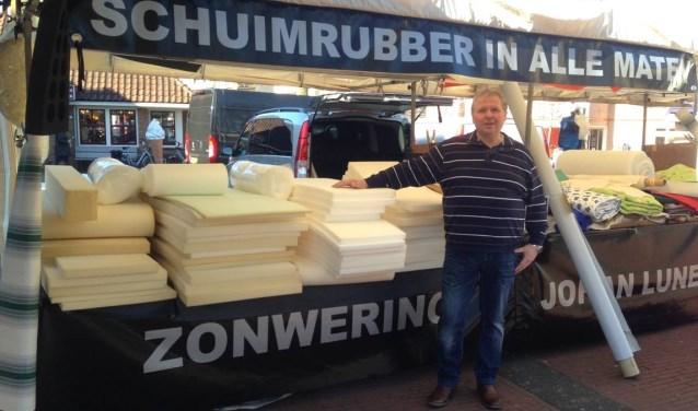 Schuimrubber Kopen Op De Markt.Johan Lunenborg Sinds 1982 Koopman Op De Maandagmarkt