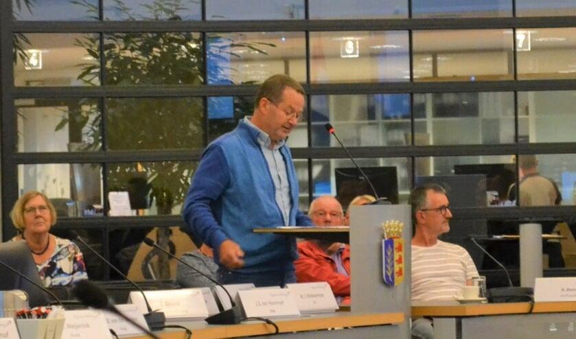 <p>Dik van der Leun protesteerde vorig jaar tegen het zonnepark.</p>