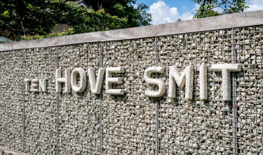 RIJSSEN - De beroemde letters van de bekende stoffenzaak Ten Hoven Smit.