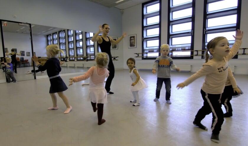 <p>Kleuterdans bij Kaliber Kunstenschool: leuk &eacute;n het draagt bij aan de motorische ontwikkeling van de kinderen.</p>