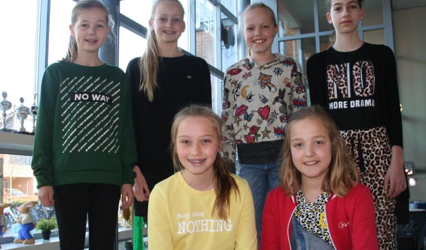 Boven links naar rechts: Tess, Lisa, Deby, Aleyna. Onder links naar rechts: Maud, Merel.
