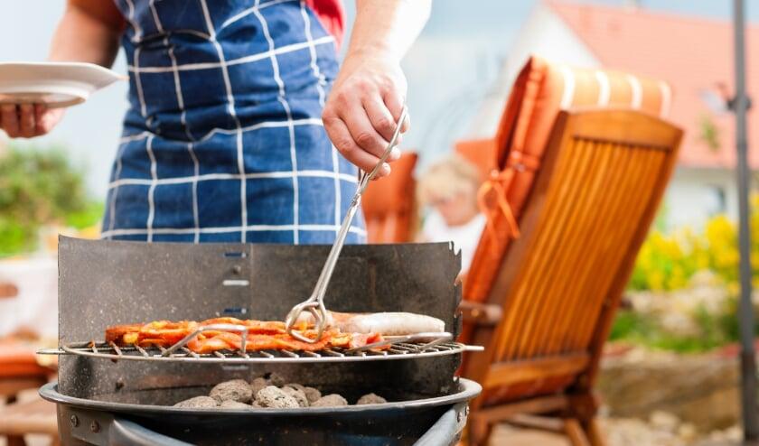<p>Wat een lekkere zomerse maaltijd moet worden eindigt af en toe in een horrorscenario. Denk goed na over veiligheid bij het barbecue&euml;n.</p>