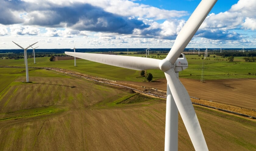 <p>Windturbines van een groot formaat: belangrijke energieopwekkers, maar is de mogelijke gezondheidsschade het waard?</p>