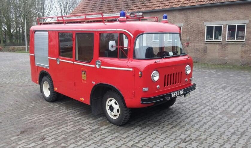 RIJSSEN - De Willy brandweerwagen uit 1964 en de Iveco motorspuit rijden weer op de dinsdagen bij het brandweermuseum.
